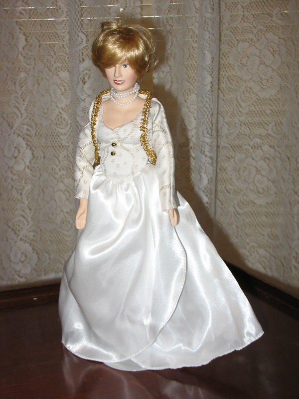 Grandma Alice\'s Attic   Princess Diana (White and Gold Dress)